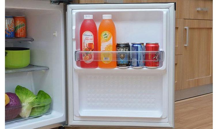 Tủ lạnh Panasonic NR-BJ188SSVN khay nhựa chịu lực tốt